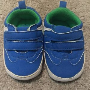 Carter's 0-3 month baby shoes